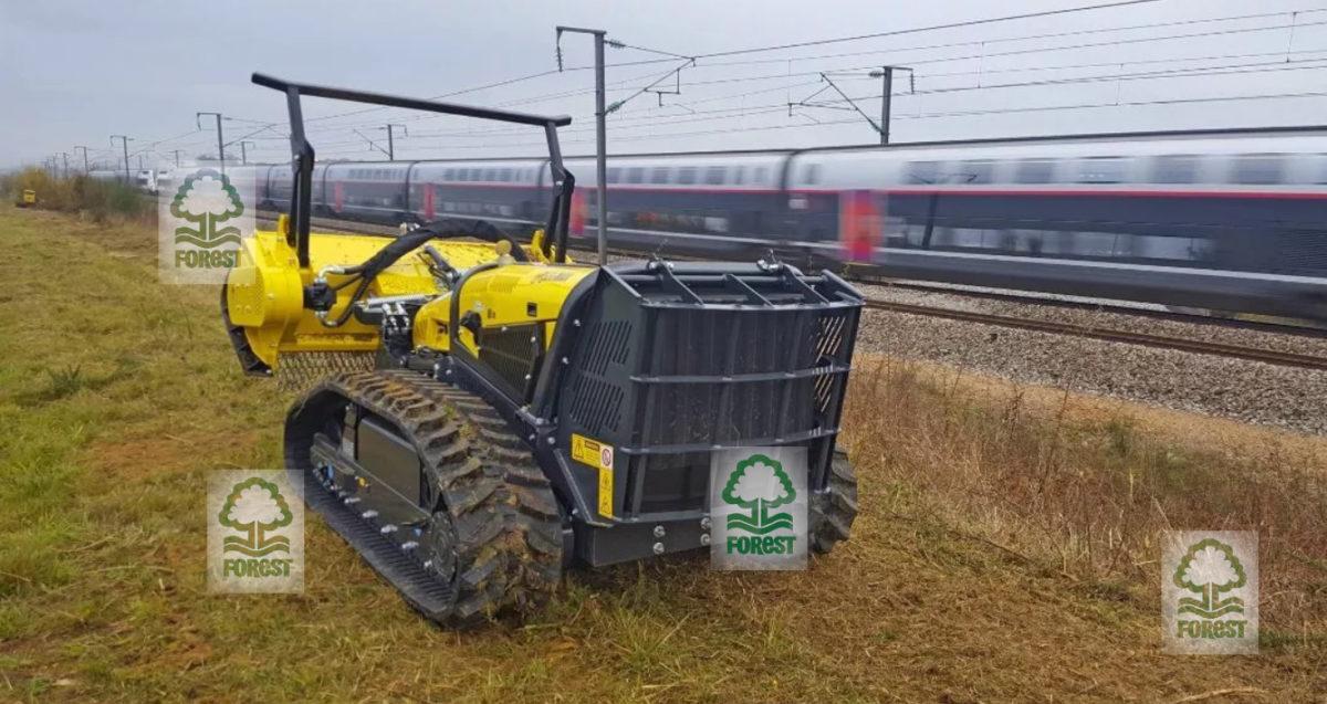 Energreen RoboMAX koszenie trawy na nasypie kolejowym w pobliżu torów kolejowych